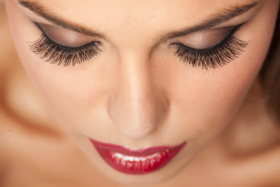 makeup-and-artificial-eyelashes
